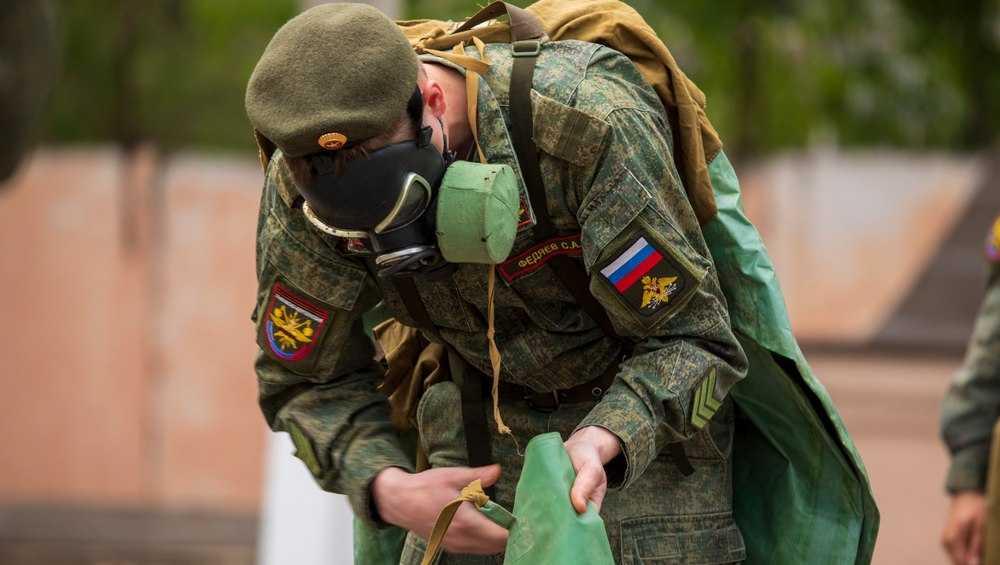Брянские военные сдали нормативы по надеванию противогазов и ОЗК