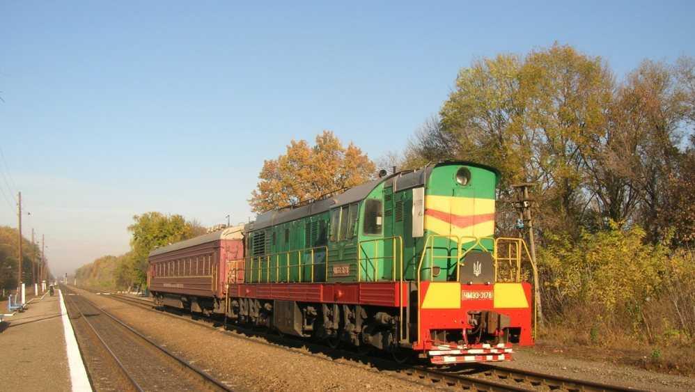 Под Новозыбковом на железнодорожном переезде грузовик врезался в поезд