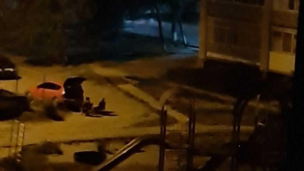 Брянцев возмутили шумные ночные посиделки на шезлонгах во дворе