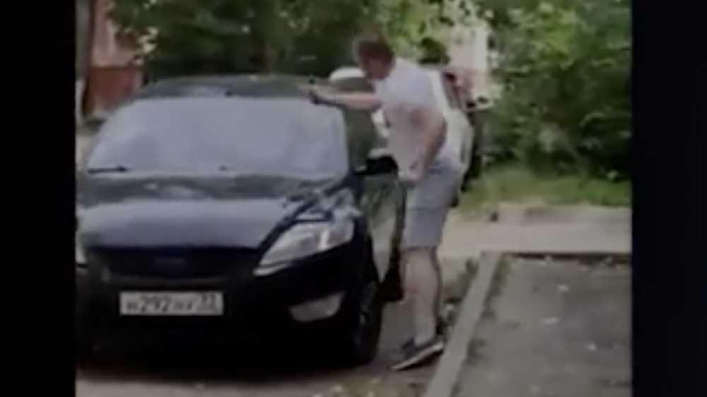 В Брянске напавшего на двух женщин с молотком мужчину задержали