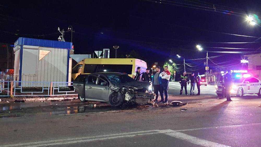 В Брянске на автовокзале произошло страшное ДТП с участием маршрутки