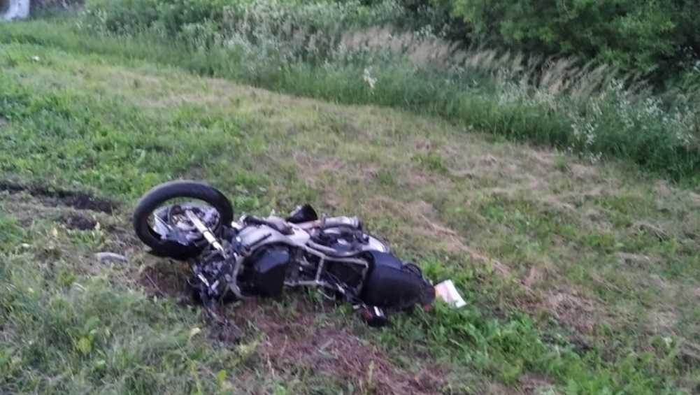 Под Локтем и Жирятино пьяные мотоциклисты не вписались в повороты