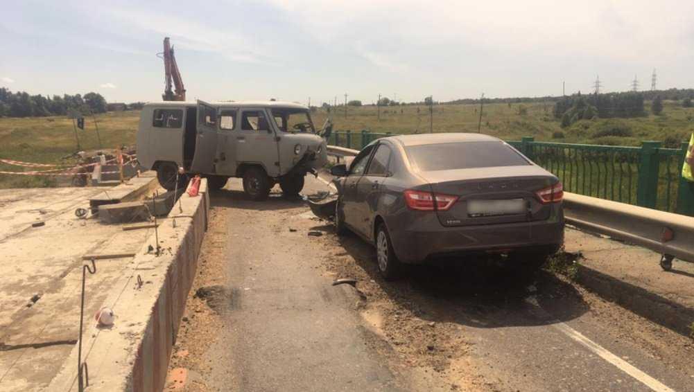 Под Севском в ДТП с 2 автомобилями пострадали четыре человека