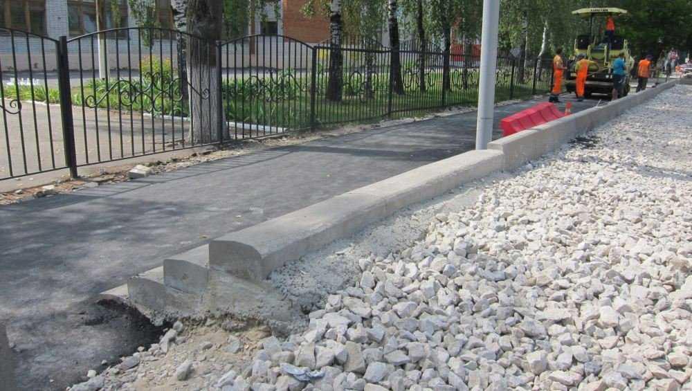 Мэр Брянска обнаружил опасные ступени на ремонтируемой бежицкой улице