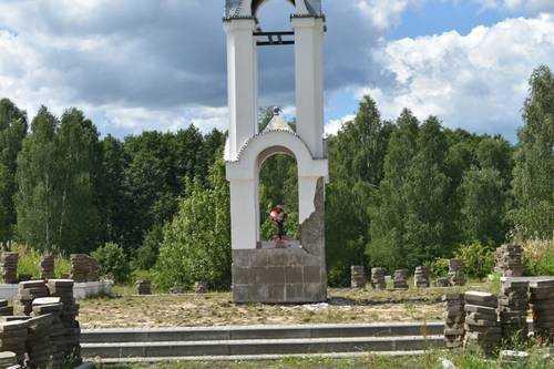 Благоустраивается мемориальный комплекс «Речечка» в Клинцовском районе Брянщины