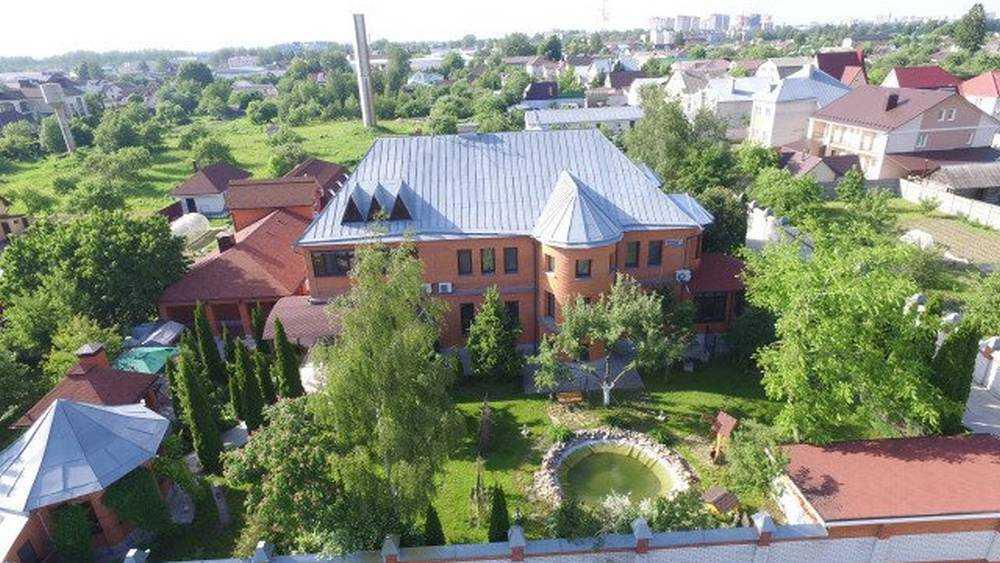 В Брянске выставили на продажу частный дом за рекордные 65 млн рублей