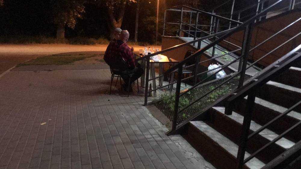 Брянские «наливайки» превратили в шумные ночные кафе под небом