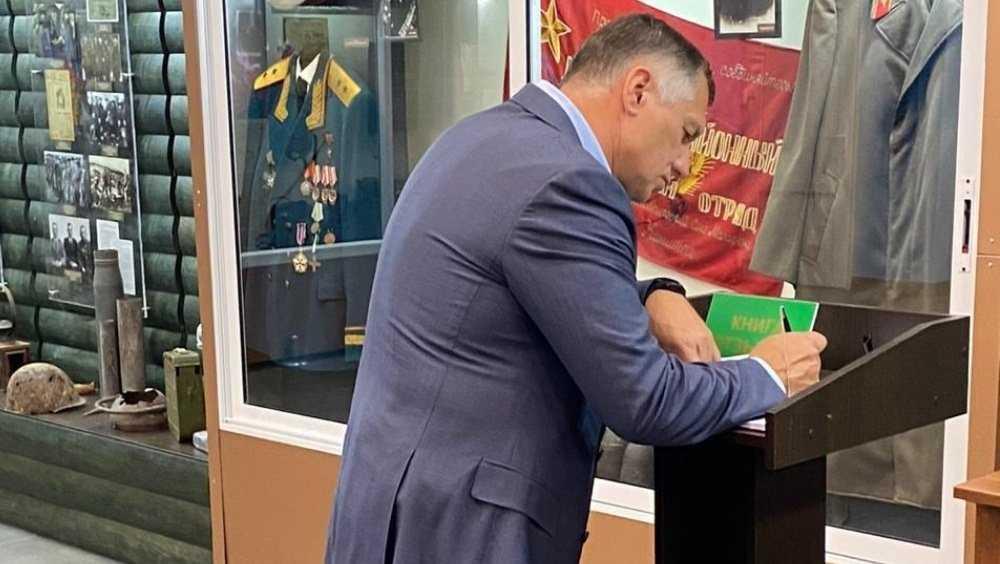 Вице-премьер Хуснуллин побывал на Партизанской поляне под Брянском