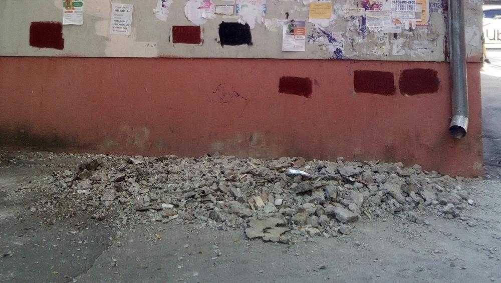 Власти Брянска: балкон на улице Шолохова не обрушился, а был снят