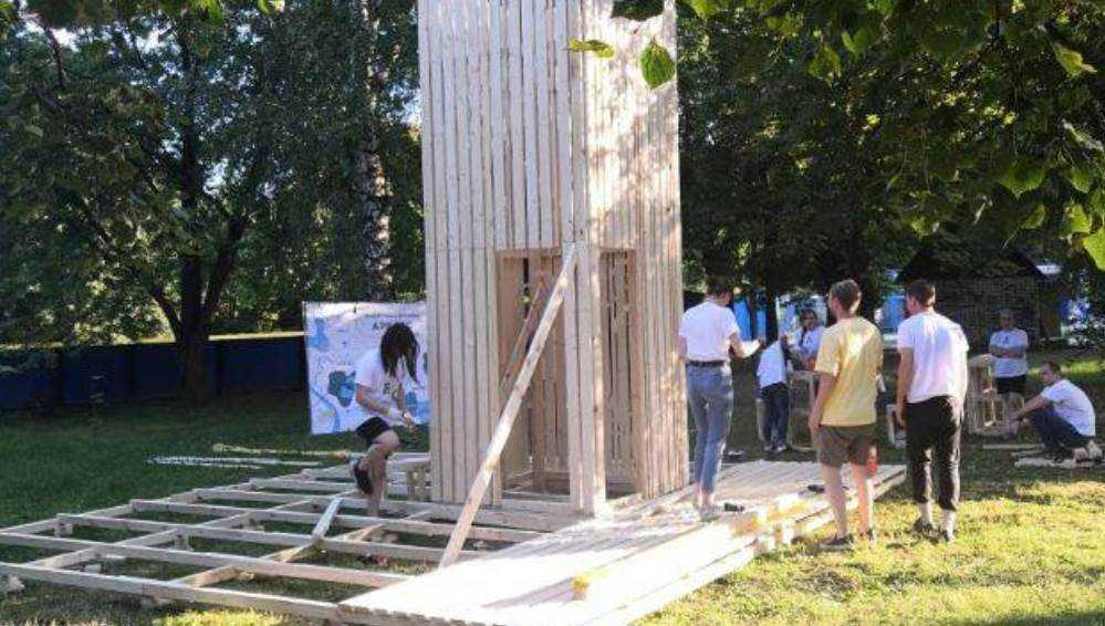 В Брянске возле Кургана Бессмертия появилась деревянная башня