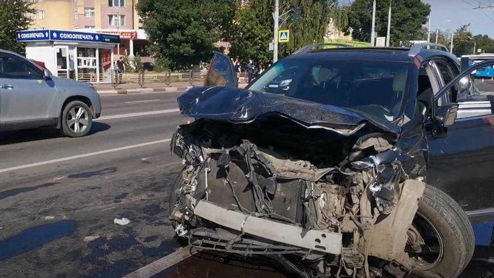 Сбежавшего после ДТП с горевшей машиной брянского водителя пока не нашли