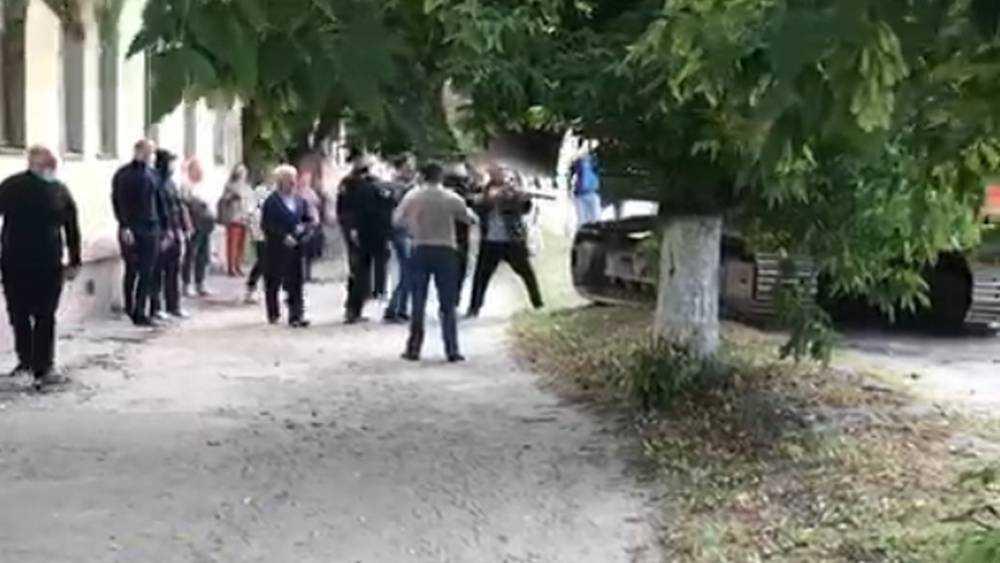 Брянец выстрелил в сторону экскаватора при попытке снести дом
