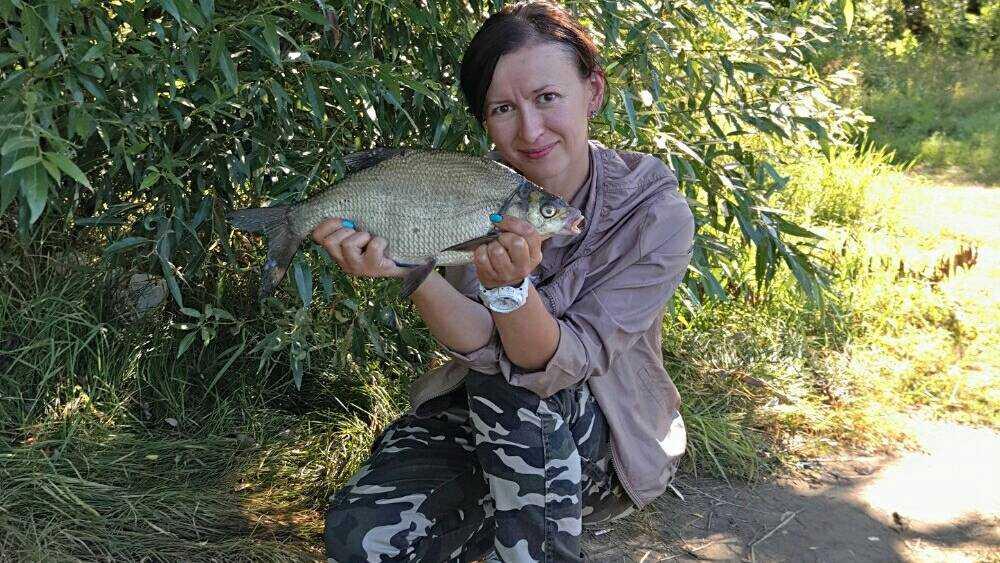 «Этот гад не хочет кормиться»: брянская рыбачка полезла в душу