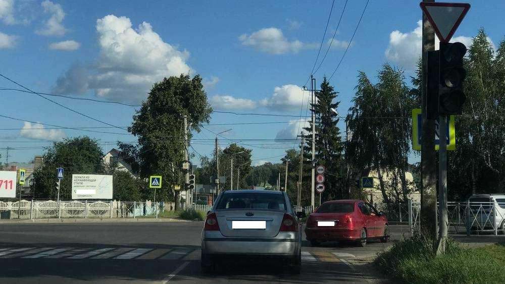Отключение светофора сделало брянских водителей беспомощными