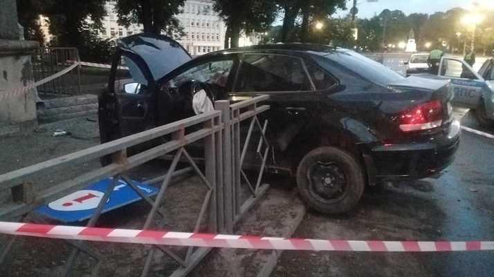Пьяный брянский водитель устроил серьезную аварию в Пскове