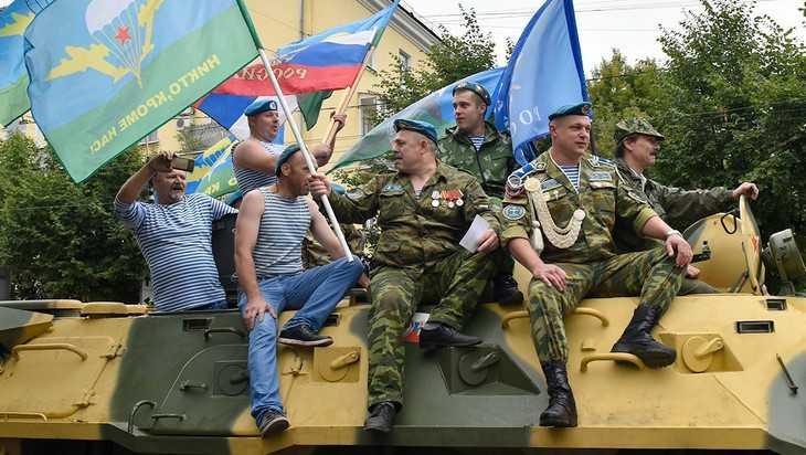 Брянский губернатор Александр Богомаз поздравил десантников с Днём ВДВ