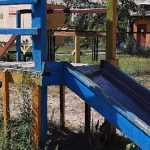 Жительница Брянска сравнила обветшавшую детскую площадку с Припятью