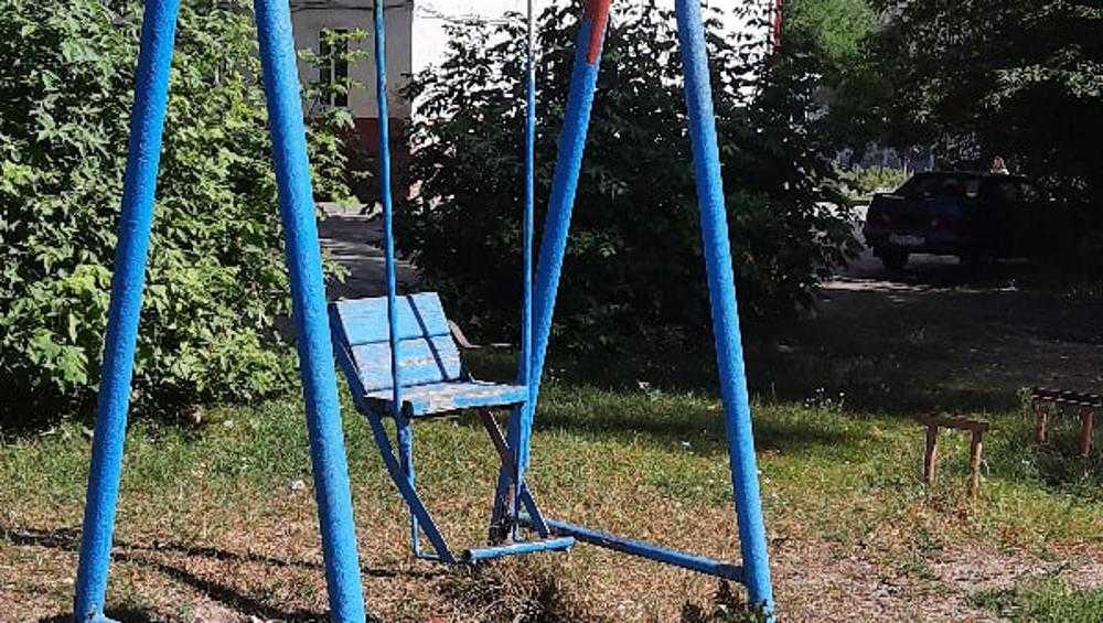 Жительница Брянска сравнила с Припятью обветшавшую детскую площадку