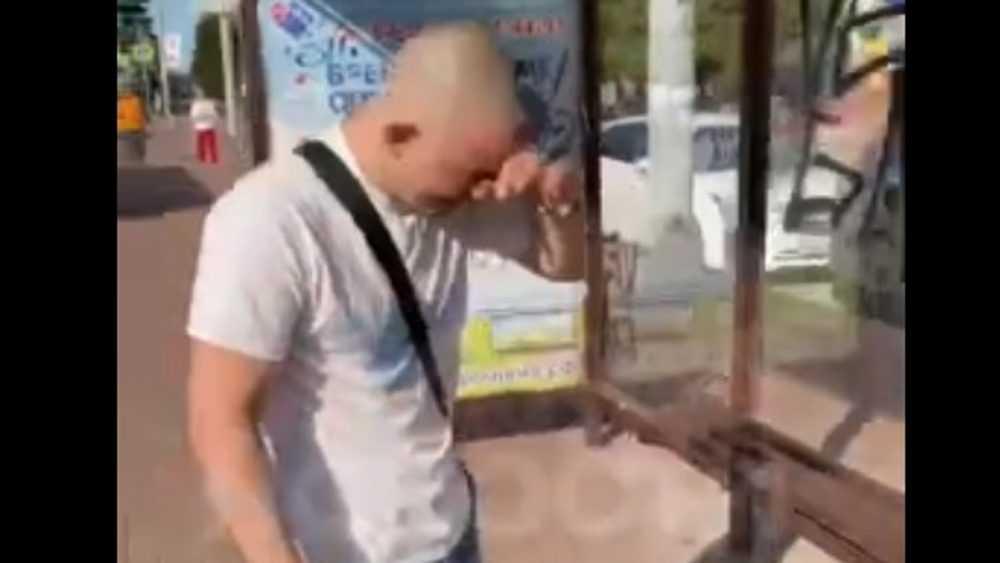 Брянец распылил перцовый баллончик на агрессивную компанию