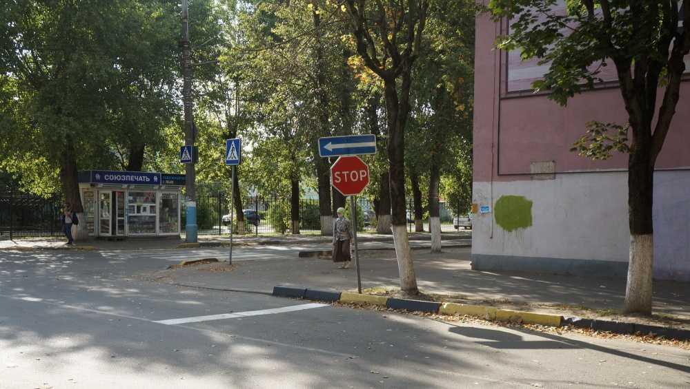 В Брянске на аварийном участке установили новый дорожный знак