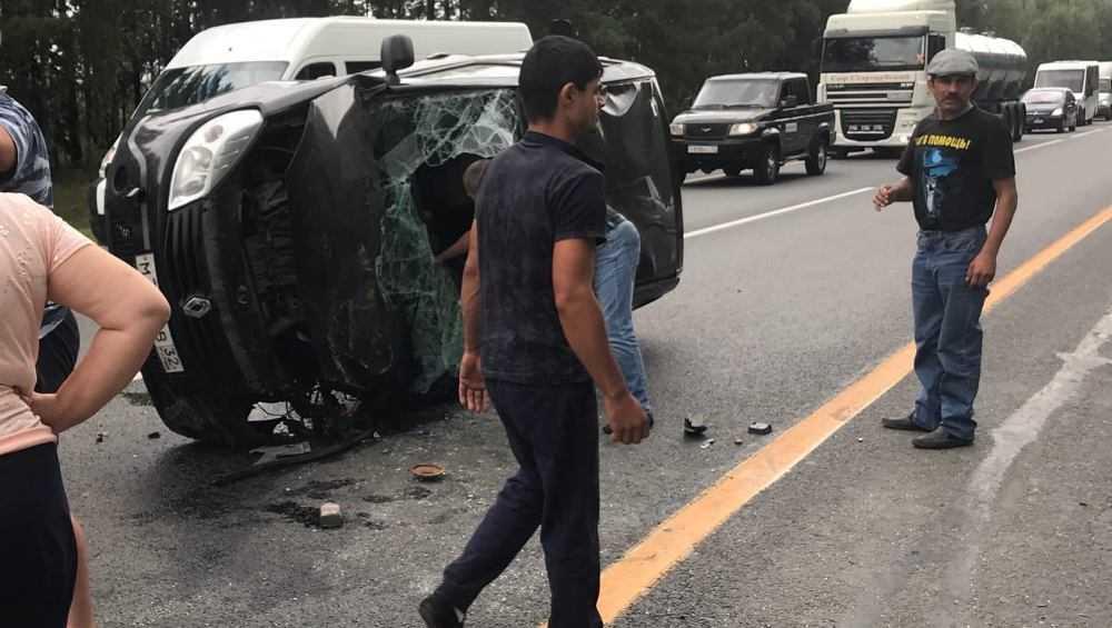 На трассе Брянск – Новозыбков столкнулись три автомобиля
