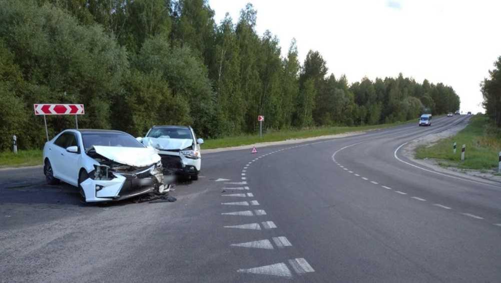 Под Выгоничами столкнулись Toyota и Mitsubishi – ранены две женщины