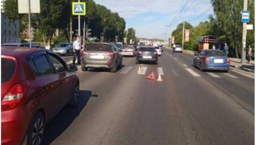 В Брянске Renault сбил переходившего дорогу на красный свет мальчика