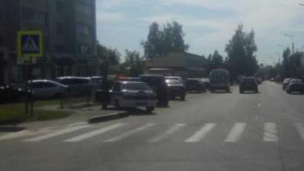 В Брянске на пешеходном переходе автомобилист покалечил женщину