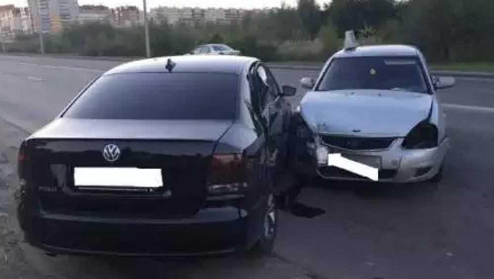 В Брянске на Флотской улице столкнулись две легковушки