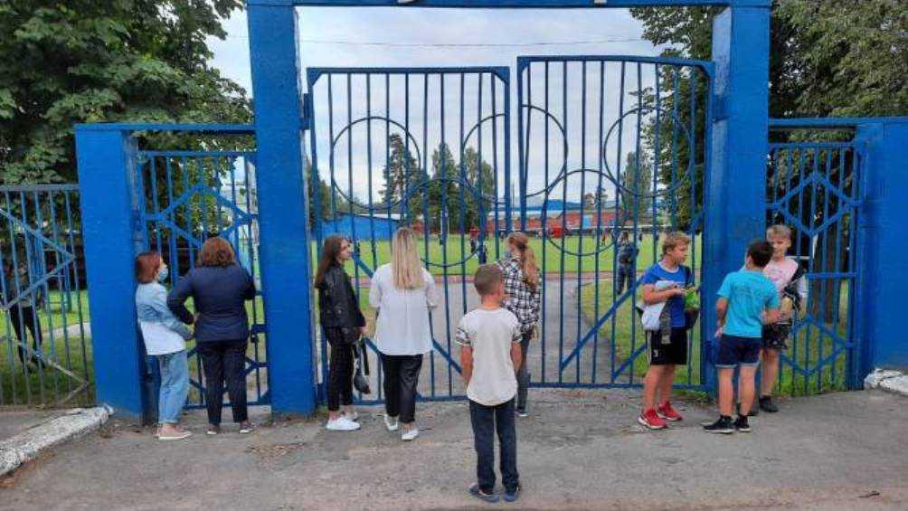 В Жуковке болельщиков не пустили на футбольный матч из-за коронавируса
