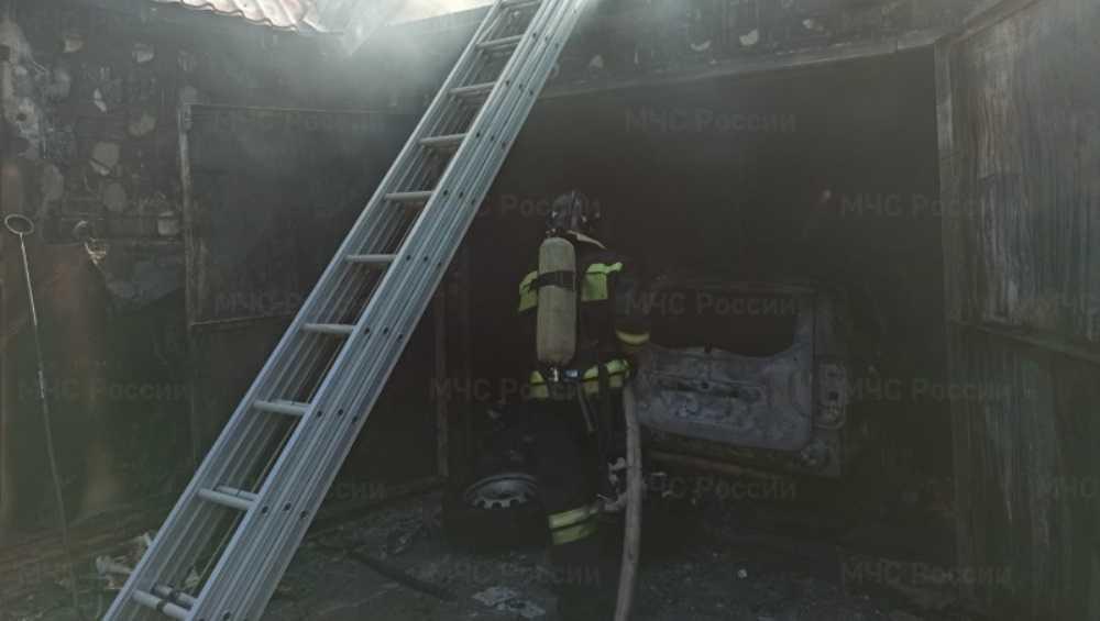 Под Брянском в Супоневе сгорел гараж с легковым автомобилем