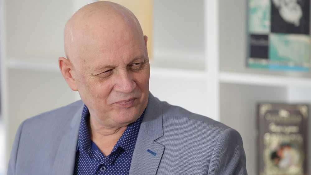 Знаменитый писатель-фантаст приехал на родину в брянскую Жуковку