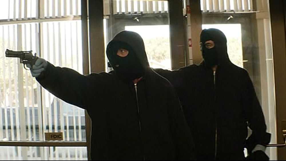 В Дятькове за разбойное нападение на женщину осудят банду грабителей