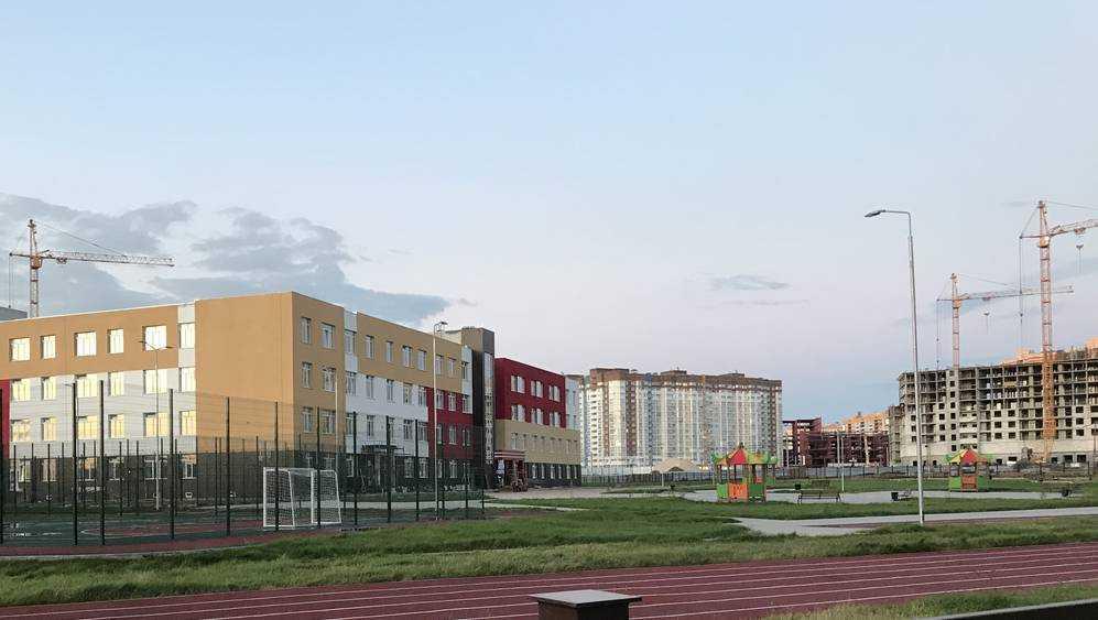 В Брянске на территории строящейся школы будут детские площадки
