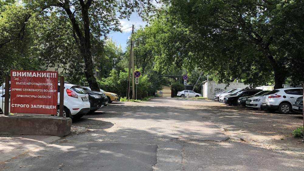 В центре Брянска водителей запугали знаками и угрожающими надписями