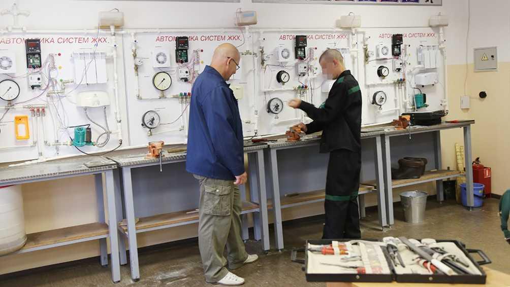 В воспитательной колонии Брянска подготовят слесарей и швей