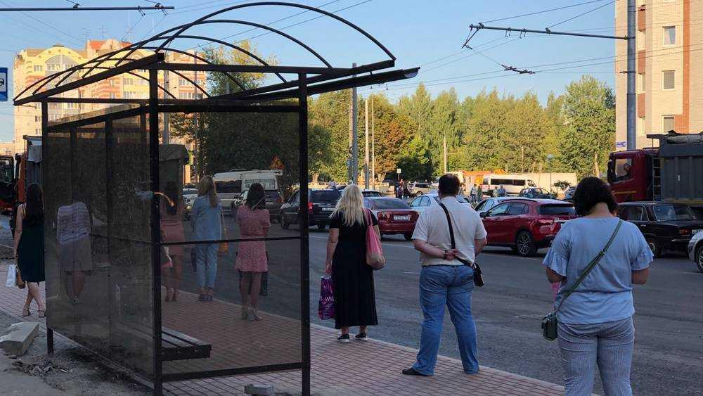 В Брянске появились новые остановки на улице Крахмалева