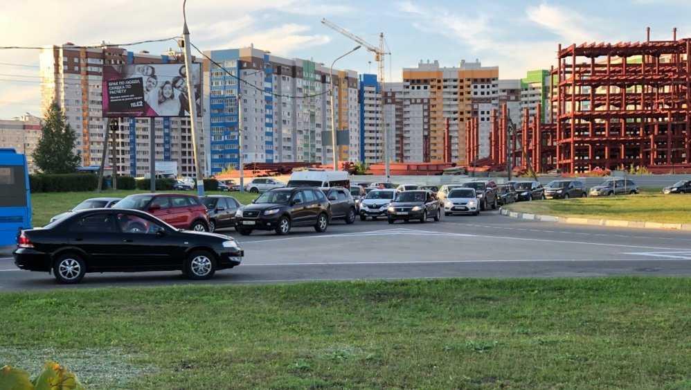 В Брянске сегодня образовалась огромная пробка на улице Советской