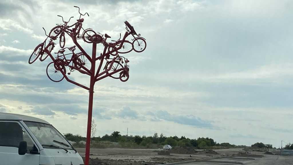 Брянцы оценили велодрево в квартале Авиаторов