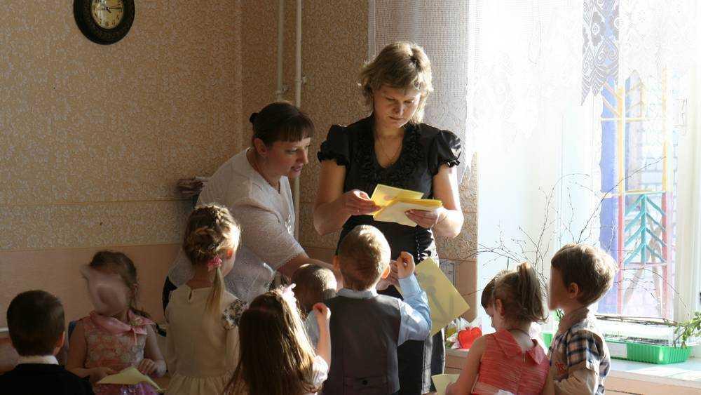 Работникам детских садов Брянской области увеличат зарплату