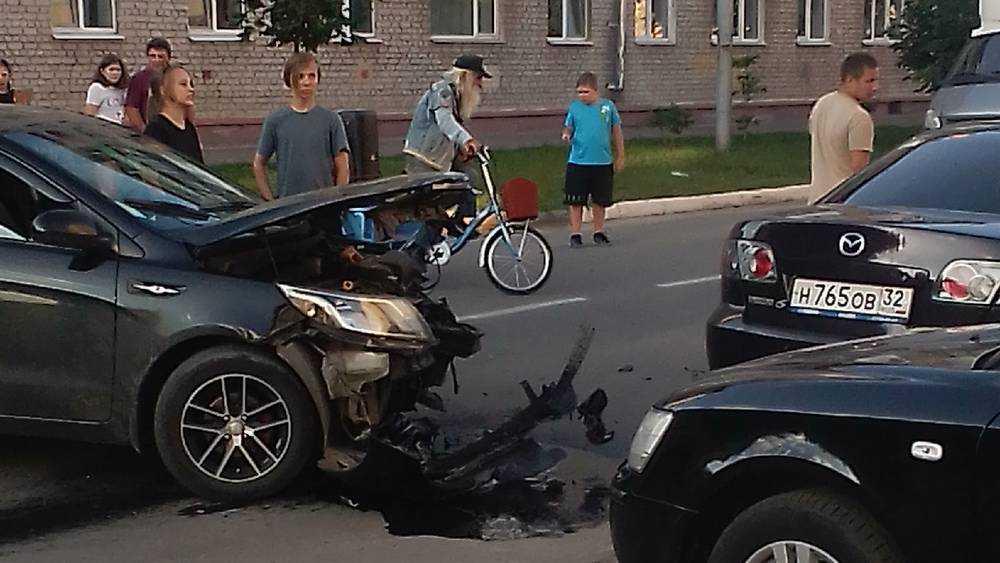 В Брянске на улице Тельмана произошло серьезное ДТП