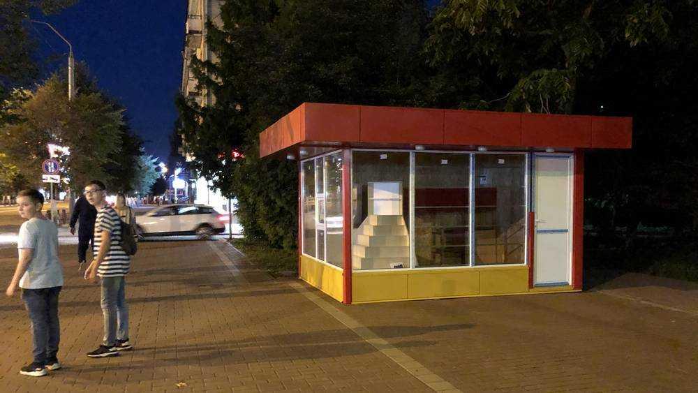 «Они издеваются»: брянского архитектора поразил новый киоск у «Родины»