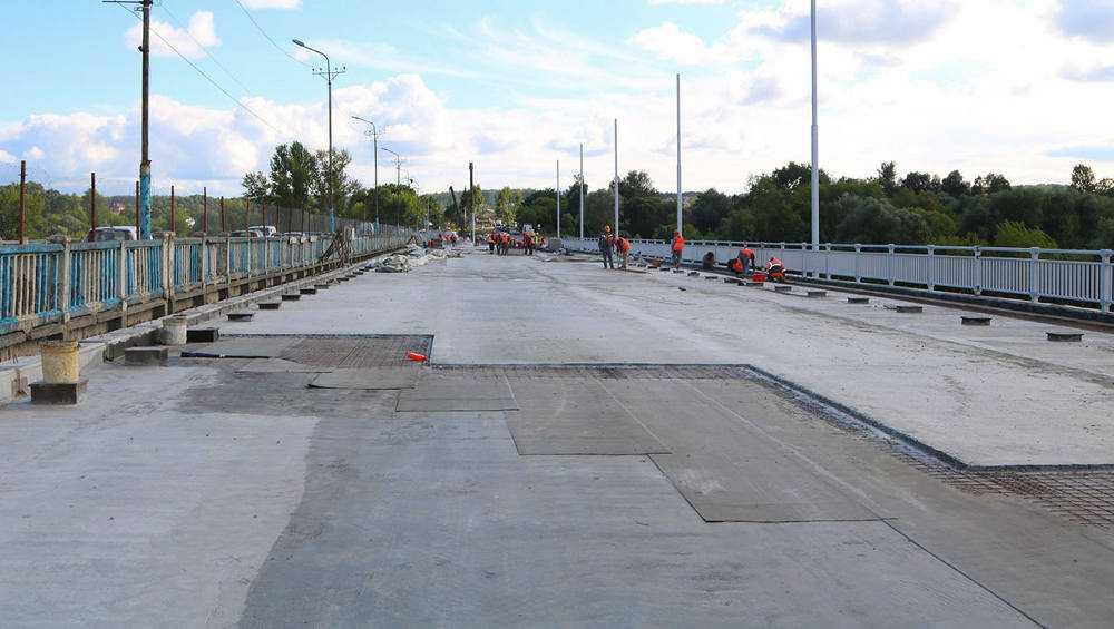 На строящемся Литейном мосту в Брянске осталось доделать одну опору