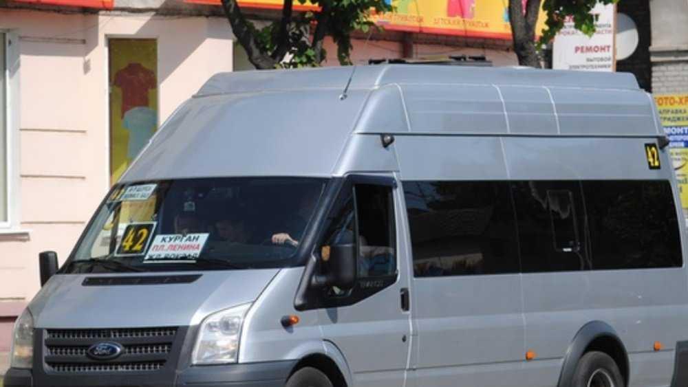 В Брянске водитель маршрутки и пассажиры спасли жизнь девушке