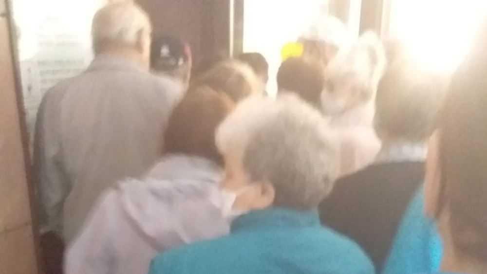 Жители Брянска устроили потасовку в очереди за талонами в поликлинику № 1