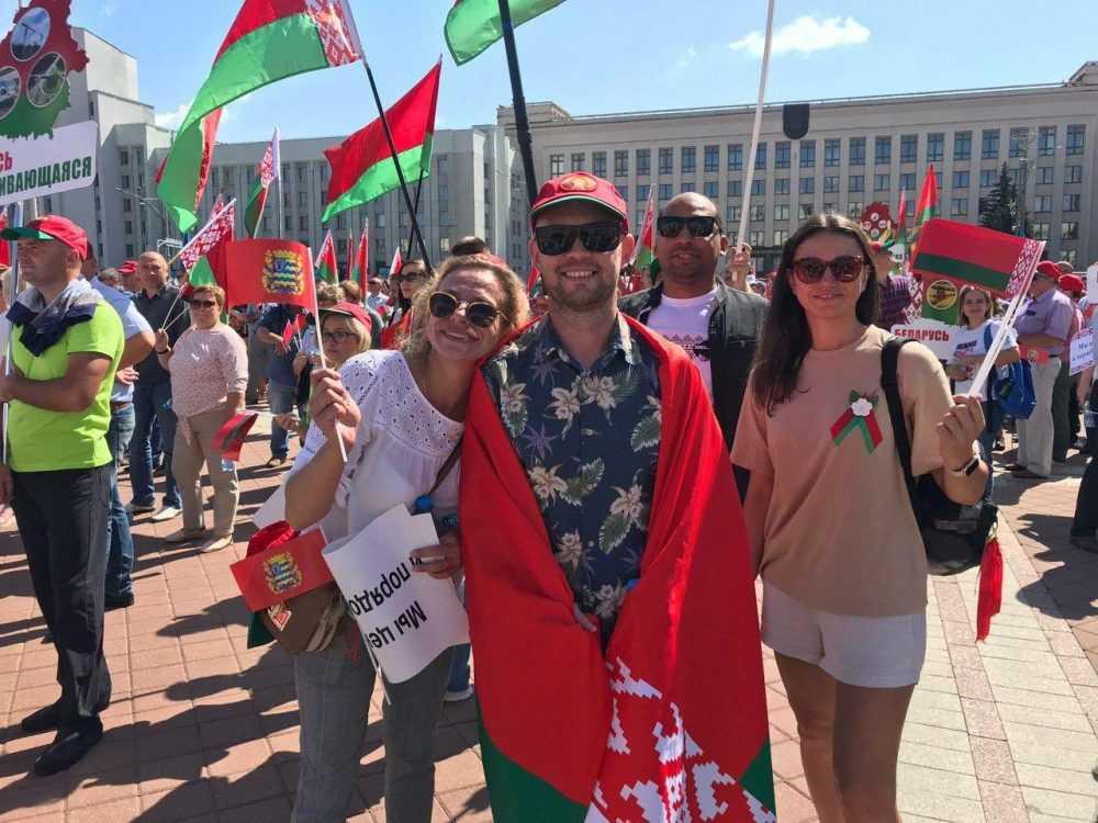«Я стою перед вами на коленях»: Лукашенко обратился к народу