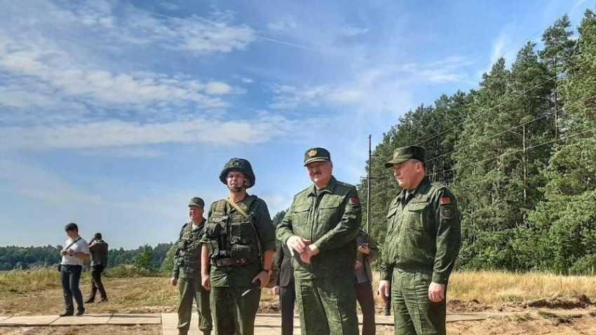 Лукашенко объявил войну провокаторам и призвал военных на защиту страны