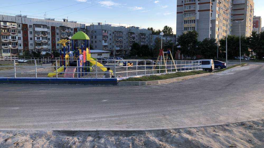 Брянских детей стали сажать в клетки возле дороги