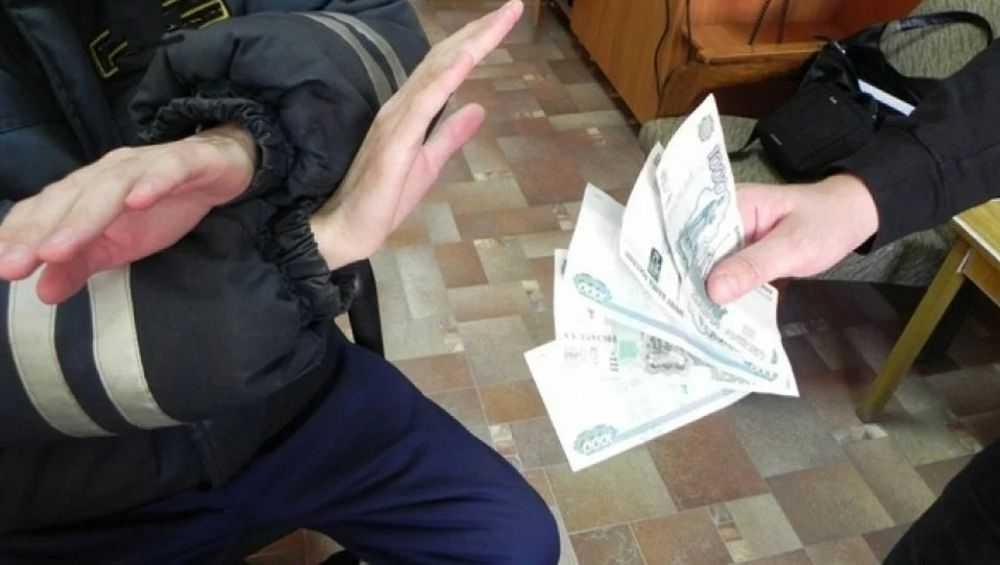 В Новозыбкове за дачу взятки начальнику ОГИБДД осудят автомобилистку