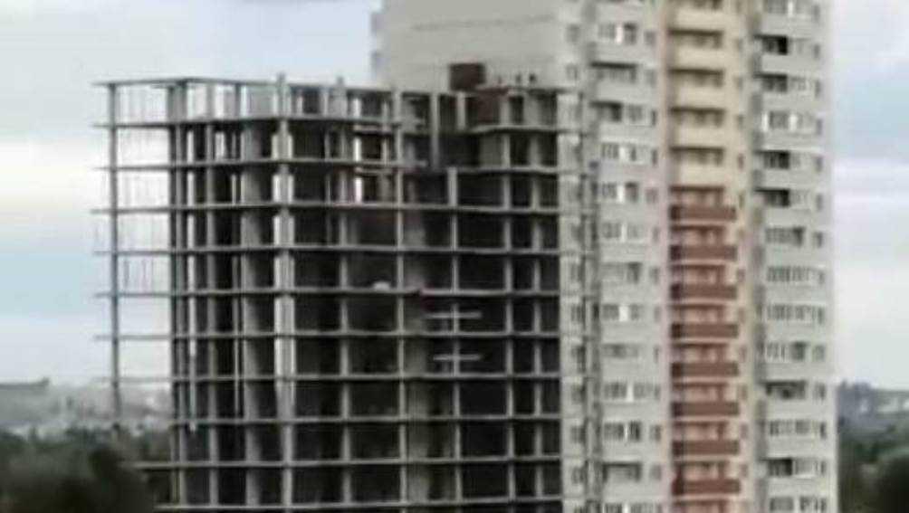 Брянцев возмутили опасные забавы подростков в строящейся многоэтажке